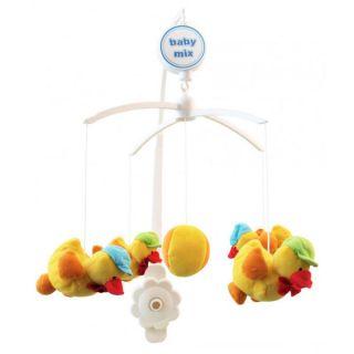 Музикална играчка за легло Патета с шапки – BABY MIX